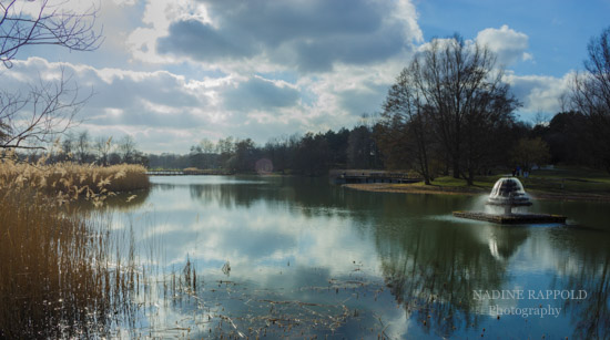 Britzer Garten Berlin, Springbrunnen im See, Sonnenschein