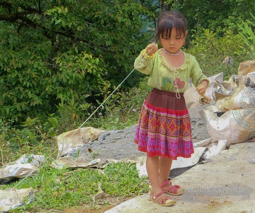 Sapa Vietnam Kind Mädchen spielen