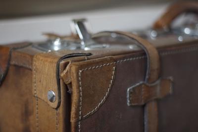 geringe Schärfentiefe Beispiel alter Koffer